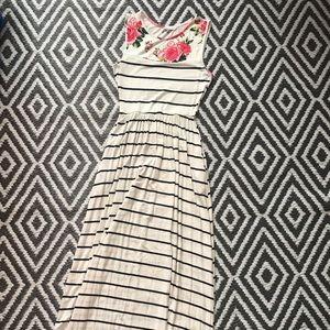 Reb & J Floral Stripe Maxi W/ Pockets. Size Small.